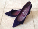 André purple suede low heel pumps